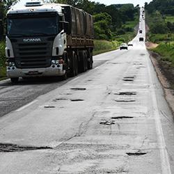 Rodovias em condições inadequadas comprometem desenvolvimento do país